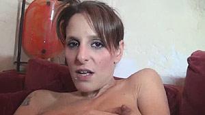 Film porno belle rousse percée par une grosse bite