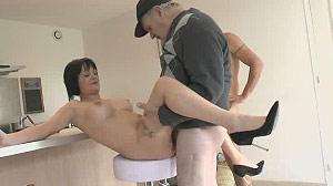 Vidéo porno vieux pervers baise une jeune