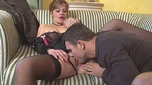 Film porno avec une veuve, une femme mûre sexy