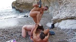 Porno Double pénétration d'une beurette à la plage