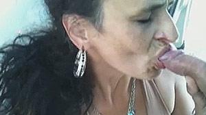 Vieille prostituée colombienne en prend plein la bouche