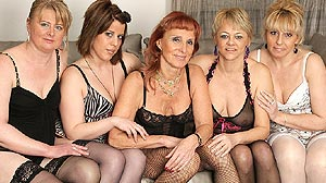 Groupe de copines : femmes mûres et lesbiennes